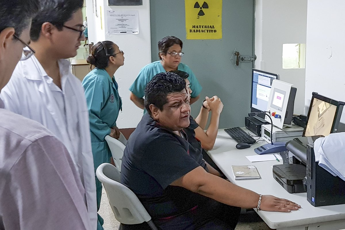 Universität zu helfen, die Modernisierung der Strahlentherapie in Guatemala
