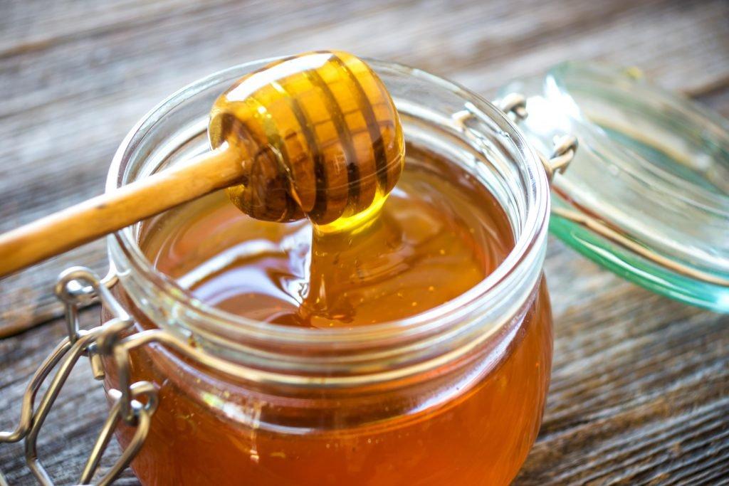 Diät-Geheimnis: Honigwasser kann das Abnehmen unterstützen