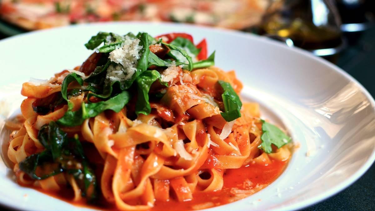 Verdauungsschnaps und giftiger Spinat: Diese Ernährungsmythen dürfen Sie ruhig vergessen
