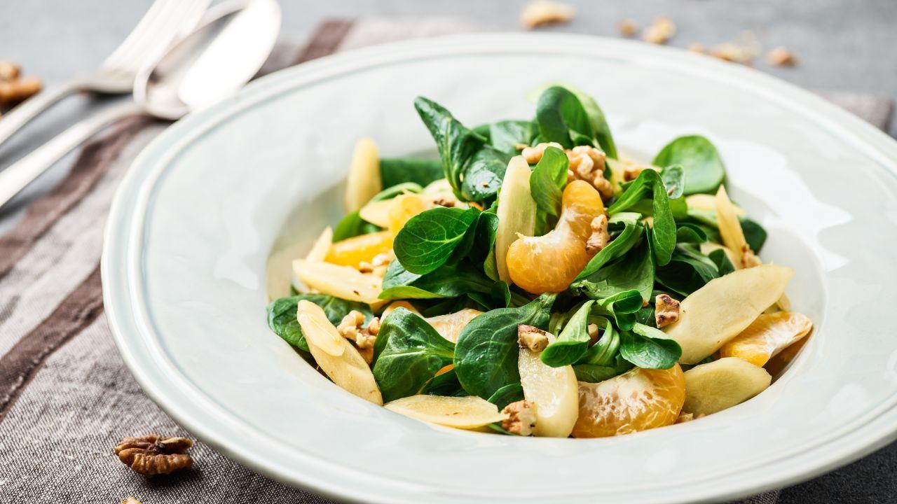 Schwarzwurzeln an Feldsalat mit Mandarinen