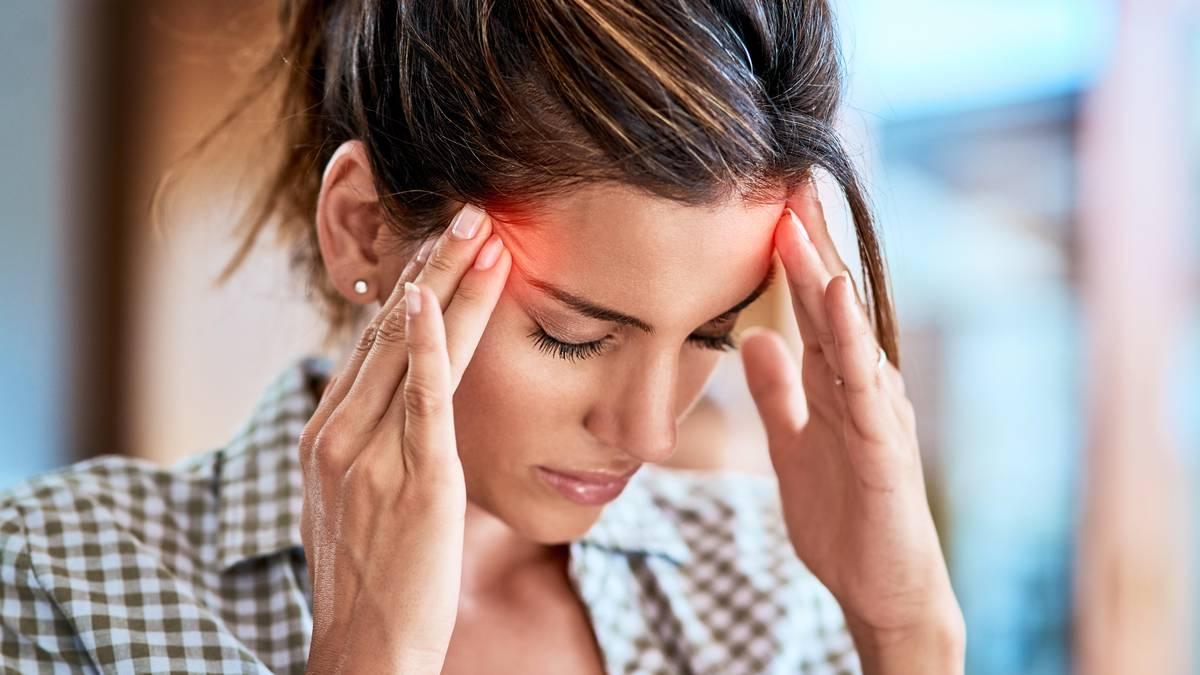 Schwindel, Übelkeit, Stechen: Wann Sie mit Kopfschmerzen zum Arzt gehen sollten