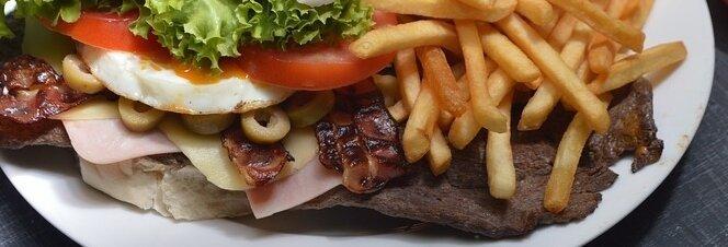 Übergroße Mahlzeiten haben gezeigt, dass ein Faktor bei der Fettleibigkeit