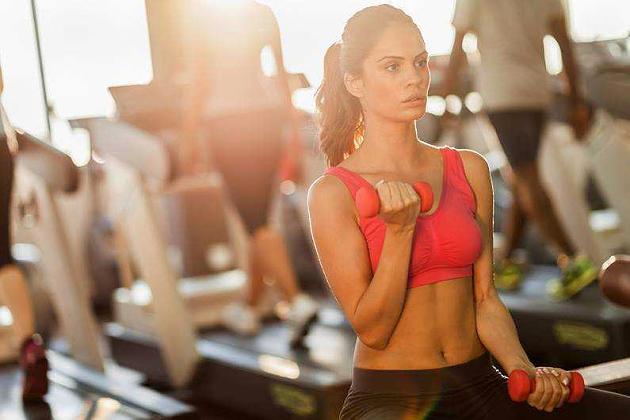 Du willst Muskeln aufbauen! Dann lass die Finger von diesen Lebensmitteln