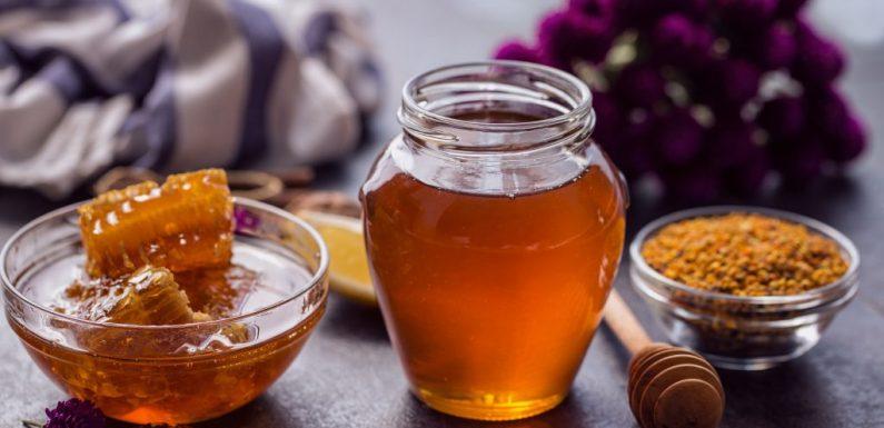 Morgens ein Glas Honigwasser fördert das Abnehmen und hilft gegen viele weitere Erkrankungen