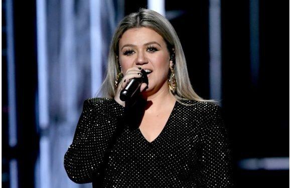 Kelly Clarkson-Hosting BBMAs, Während Sie Probleme Mit Blinddarmentzündung