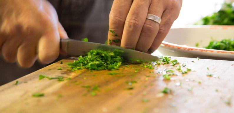 Menschen, die Essen mehr Mahlzeiten zu Hause, haben den unteren Ebenen der schädlichen PFAS in Ihrem Körper