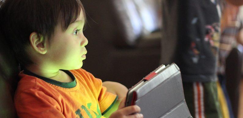 Studie findet verbindungen zwischen früh-Bildschirm-Exposition, Schlaf-Störungen und EBD in Kinder