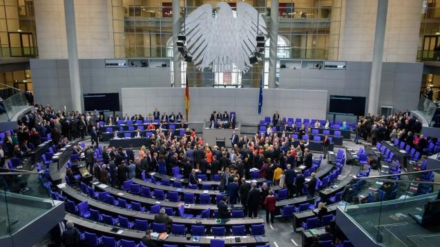 Bundestag: Grünes Licht für Apotheken-Impfungen und Wiederholungsrezepte