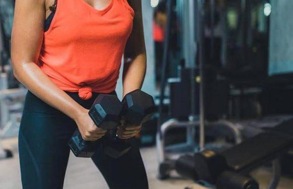 Fitness-Influencerin Whitney Simmons: Intensives Ganzkörper-Workout für zu Hause