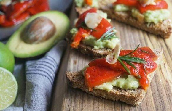Rezept: Bruschetta mit Avocado: Sommerlicher Snack mit Suchtfaktor