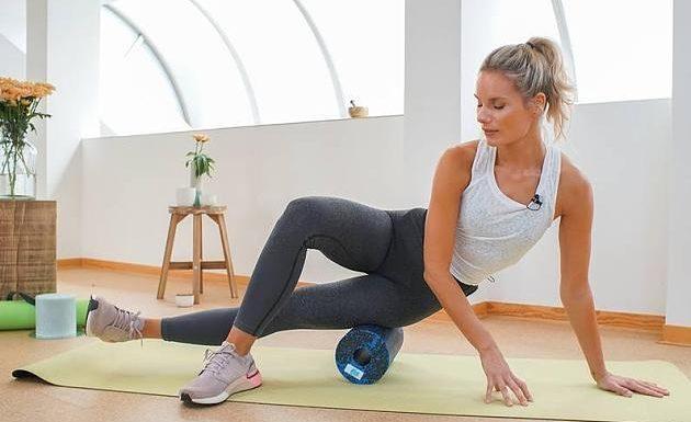 Gegen Muskelkater: Effektives Faszien-Workout für mehr Mobilität mit Kaya Renz