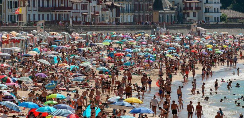 """""""Keine Gefahr an der frischen Luft"""": Touristen sorgen für überfüllte Strände in Frankreich"""