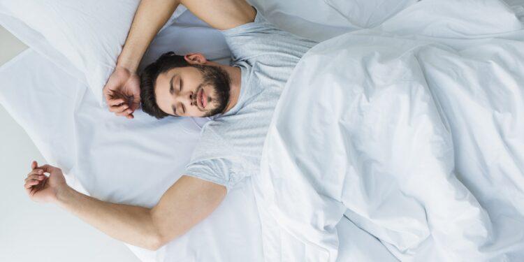 Wie der Schlaf das Essverhalten beeinflusst – Naturheilkunde & Naturheilverfahren Fachportal