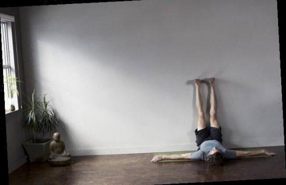 Yogalehrerin empfiehlt: Diese Yoga-Übung hilft sofort gegen Rückenschmerzen