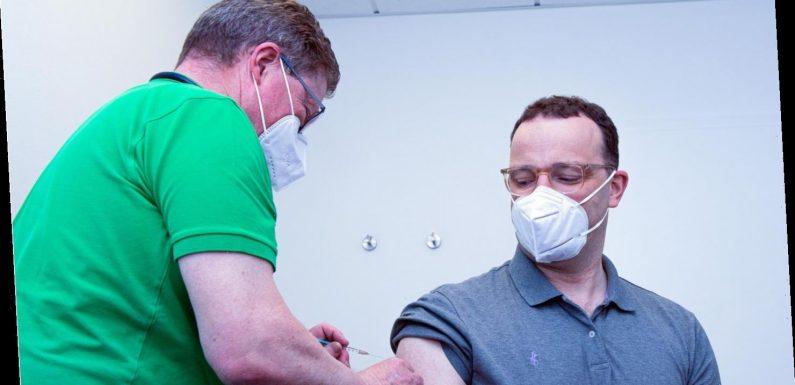 Gesundheitsminister Spahn mit Astrazeneca gegen Corona geimpft